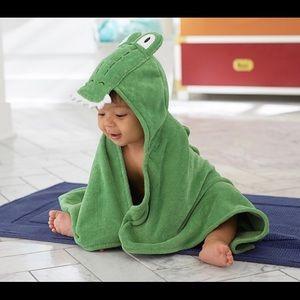 Adorable Pottery Barn Kids alligator 🐊 towel NWOT